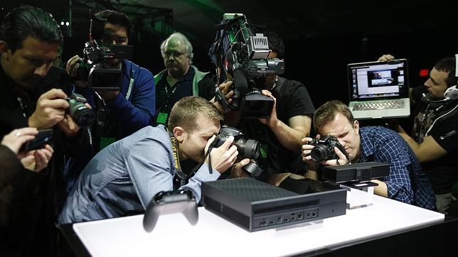 Xbox One Con Kinect Mejorado Pero Incompatible Con Juegos De Xbox 360