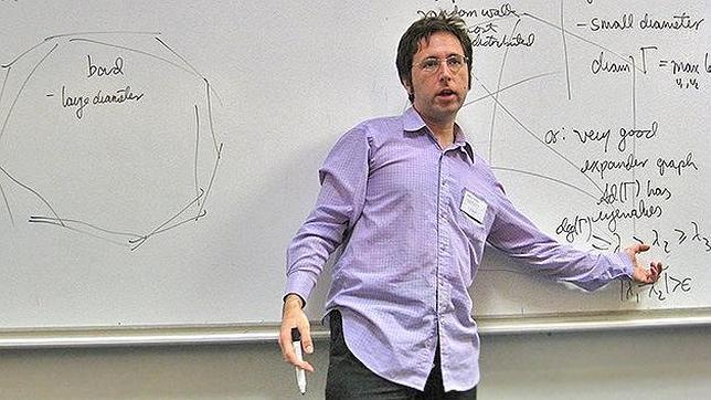Un matemático peruano resuelve un problema de hace casi tres siglos