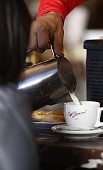 Invita a un café al siguiente desconocido que lo necesite