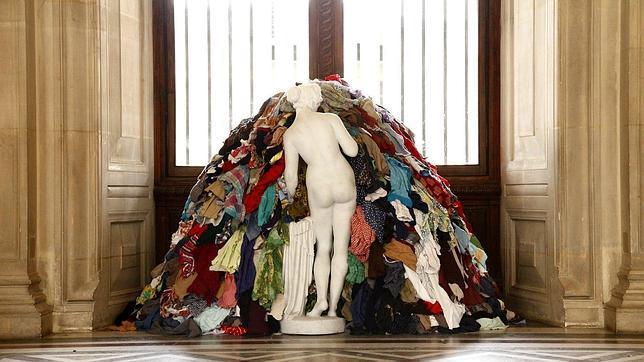 «La Venus de los harapos», escultura de mármol rodeada de trapos que Pistoletto creó en 1967