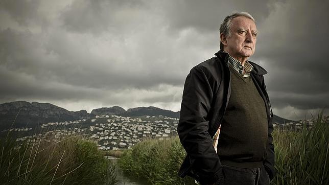 Rafael Chirbes, en el marjal valenciano de Pego