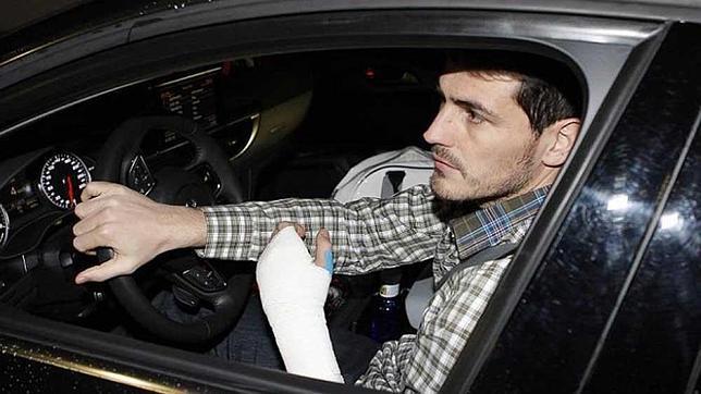 Prohibido conducir con un brazo escayolado o vendado