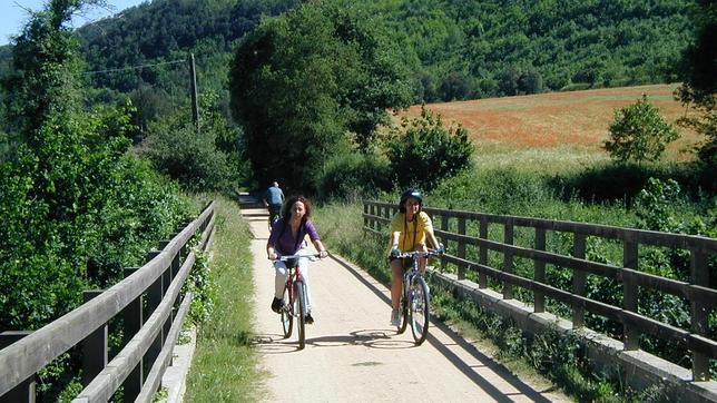 Diez rutas perfectas en España que empiezan en Vías Verdes
