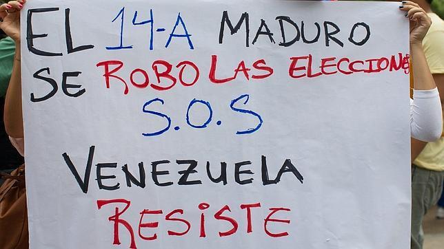 Maduro instaura en Venezuela la cartilla de racionamiento al mejor estilo cubano