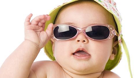 b7bf5d3bec El uso de gafas de sol de juguete daña los ojos de los niños
