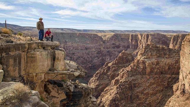 Cruzar sobre un cable el cañón del Colorado