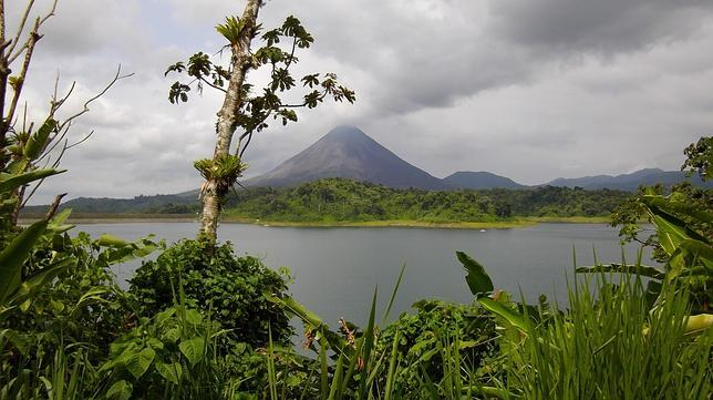 El lago y el volcán Arenal