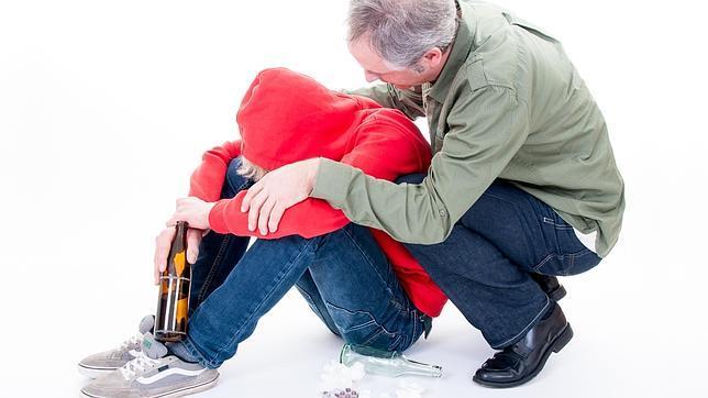 Cada vez más padres llevan a sus hijos de 13 años a las consultas porque son alcohólicos