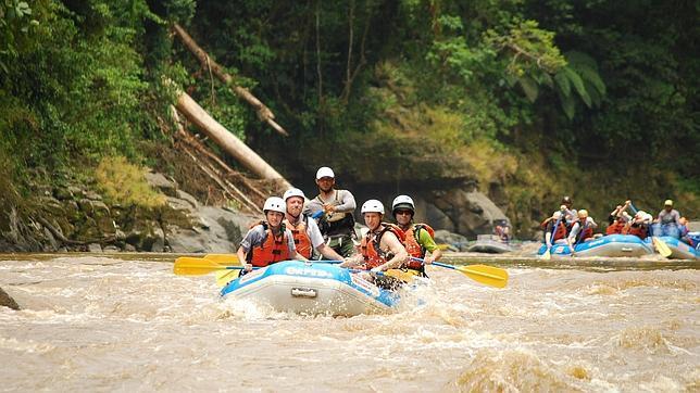 El Pacuare es uno de los diez mejores ríos del mundo para practicar rafting