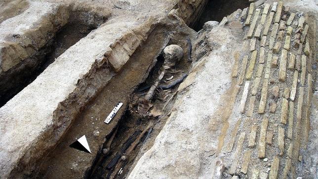 Fotografía facilitada por el arqueólogo Arturo Ruiz Taboada de una las tumbas encontradas en las excavaciones arqueológicas en el Cerro de la Horca de Toledo