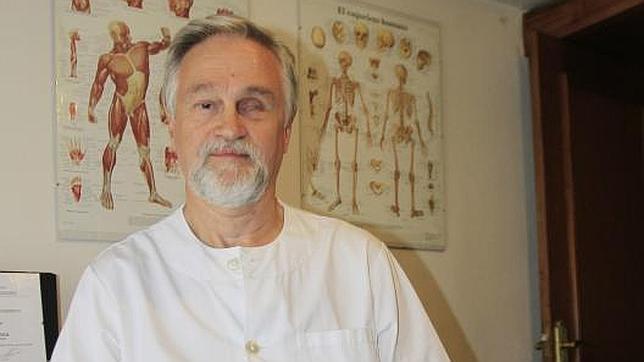 Javier Belaustegui se formó como quiromasajista tras perder gran parte de la visión