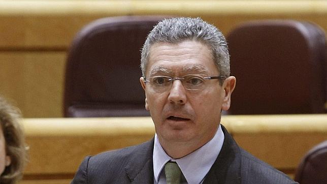 Gallardón cita a Guerra para acusar al PSOE de división interna sobre el aborto
