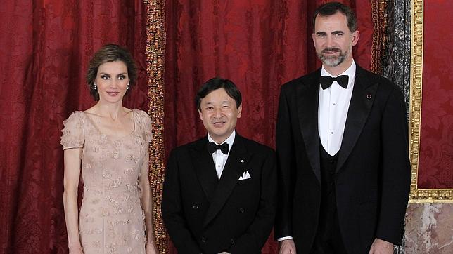 Los Príncipes ofrecen una cena oficial a Naruhito en el Palacio Real