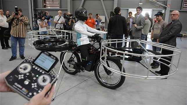 Tres empresas checas se han unido para crear un prototipo de una bicicleta eléctrica que puede volar