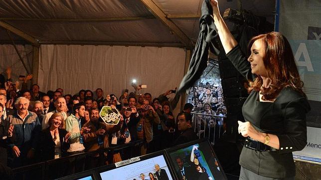 Cristina Kirchner cambia el nombre al yacimiento expropiado de YPF y gritará «Vaca Viva»