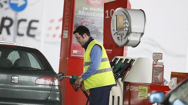 Las petroleras siguen «jugando» con el precio de la gasolina mediante el «efecto lunes»