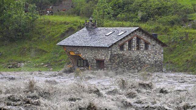 Cientos de evacuados por las lluvias y el desborde de los ríos en Cataluña y Aragón