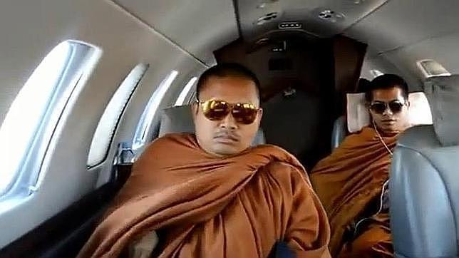 El monje budista que vuela en «jet» privado y lleva bolsos de Louis Vuitton