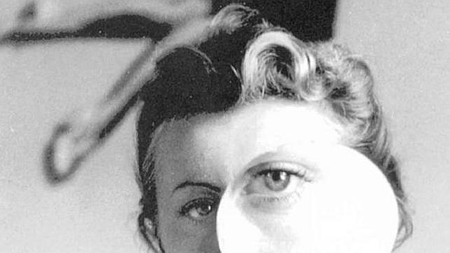 «Janine con lupa», obra de Pierre Boucher realizada en 1938