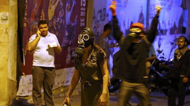 La Policía vuelve a usar la violencia para echar a los manifestantes de los alrededores de Taksim