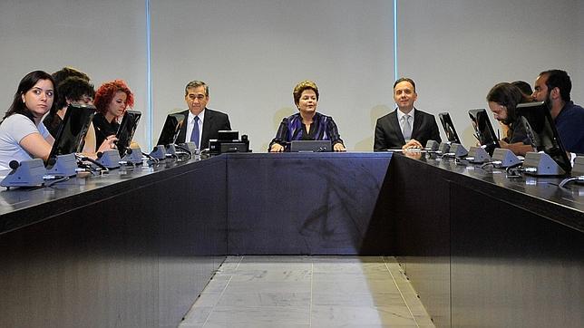 Rousseff propone un plebiscito para realizar una reforma política