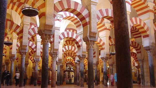 La mezquita-catedral de Córdoba y el Parque Güell, las mejores atracciones turísticas de Europa