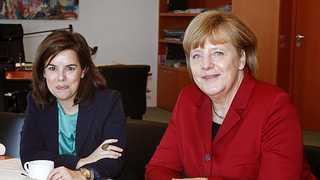 Sáenz de Santamaría viaja a Berlín para defender las reformas ante Merkel