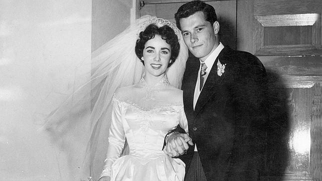 el primer vestido de novia de elizabeth taylor se subasta por casi