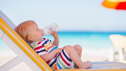 ¿Deben beber agua los lactantes?