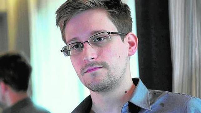 Caso Snowden de espionaje: ¿se puede viajar sin pasaporte?
