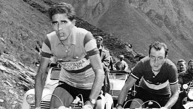 Bahamontes escalando un puerto del Tour de Francia