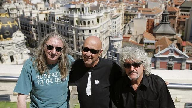 Rosendo Mercado, Tony Urbano y Ramiro Penas, integrantes de Leño, en Madrid