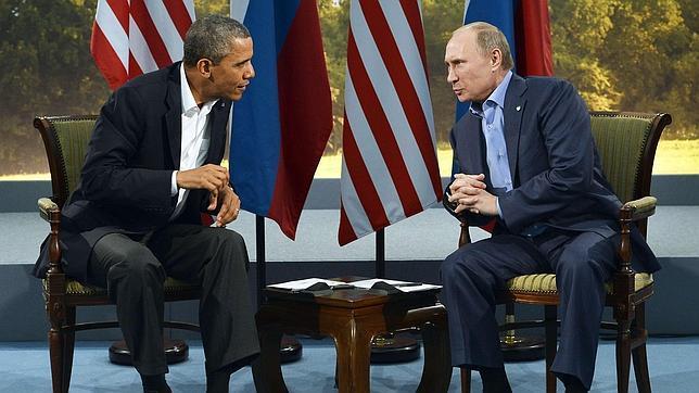 Putin advierte que si Snowden quiere quedarse en Rusia debe cesar su actividad contra EE. UU.