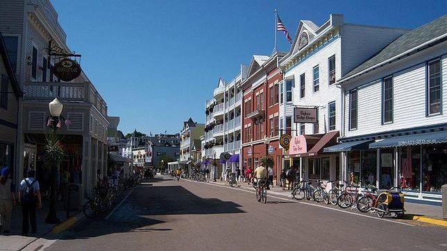 Los visitantes y habitantes se mueven, en muchas ocasiones, en bicicleta por la ciudad
