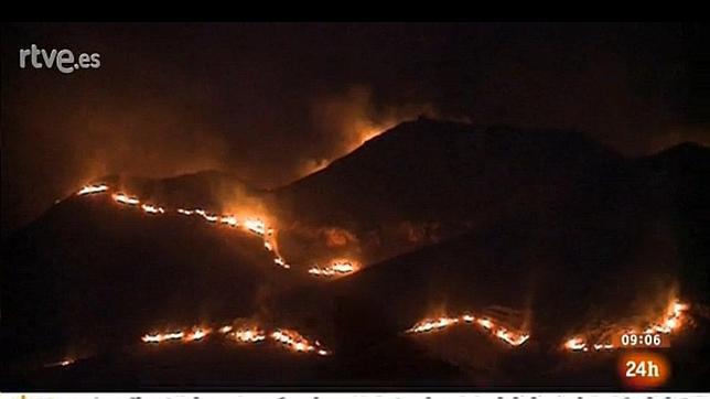 Una violenta tormenta eléctrica provoca tres incendios en Almería