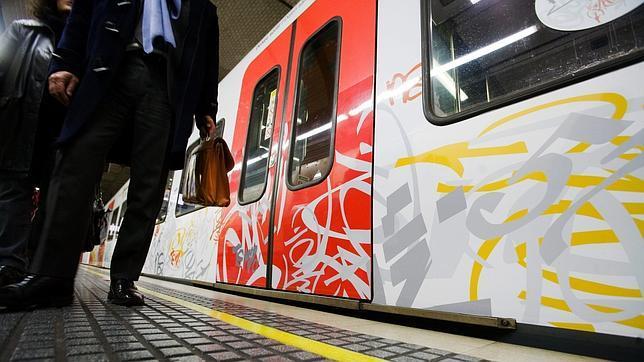 Los grafitis en los vagones de metro y tren cuestan millones de euros de las arcas públicas cada año