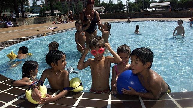 ba arse en piscinas con exceso de cloro puede provocar