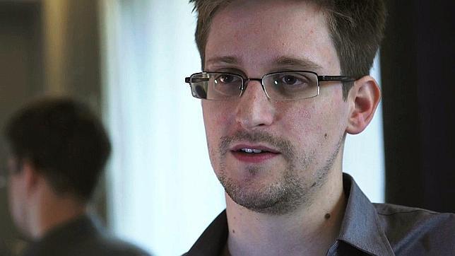 Snowden recibirá asilo temporal en Rusia en menos de una semana, según su abogado