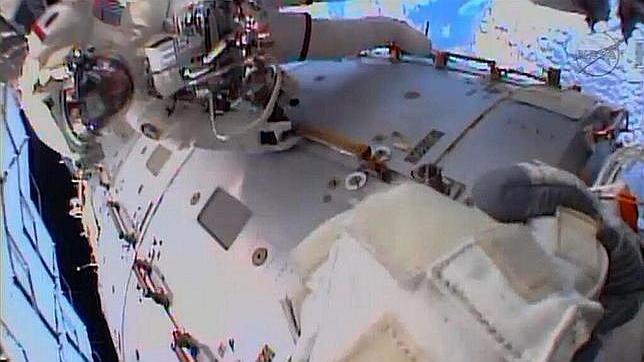 La NASA, atónita ante la «misteriosa fuga» de agua en el traje del astronauta de la ISS