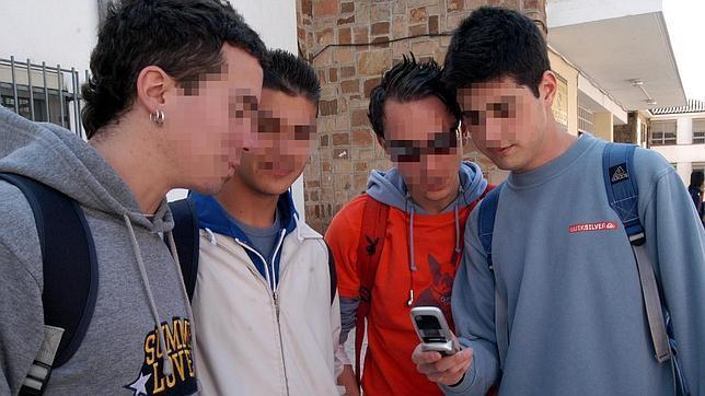 Uno de cada tres adolescentes recibe propuestas sexuales a través de internet