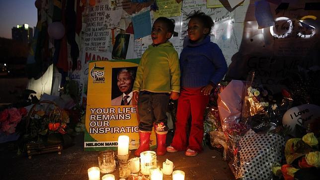 Mandela cumple 95 años entre el fervor de su pueblo