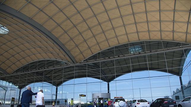 Vecinos del Altet y Torrellano se manifestarán por un aeropuerto sostenible