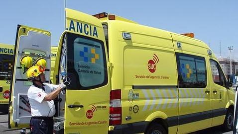 """CCOO y USO instan a UGT a abandonar la """"vía de confrontar"""" a los trabajadores de ambulancias en Canarias"""