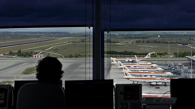 NO PUBLICAR AENA denuncia que el absentismo de los controladores en Barcelona sobrepasará el 26%