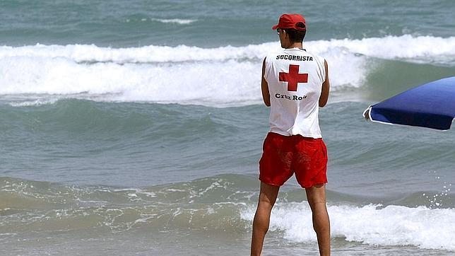 Los responsables de playas de Baleares reciben 42 emisoras Tetraib para mejorar el salvamento