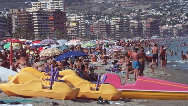 Alquilar un apartamento en la playa en agosto cuesta un 30 for Alquilar un apartamento en sevilla