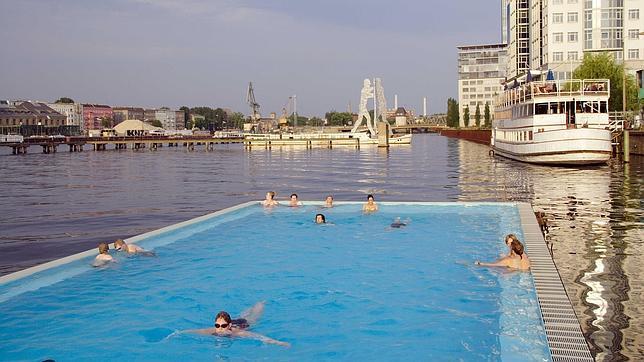 El «barco piscina» de Berlín, el baño más original de Europa