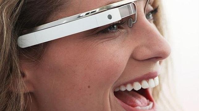 Google invertirá en un fabricante de pantallas para impulsar las Google Glass