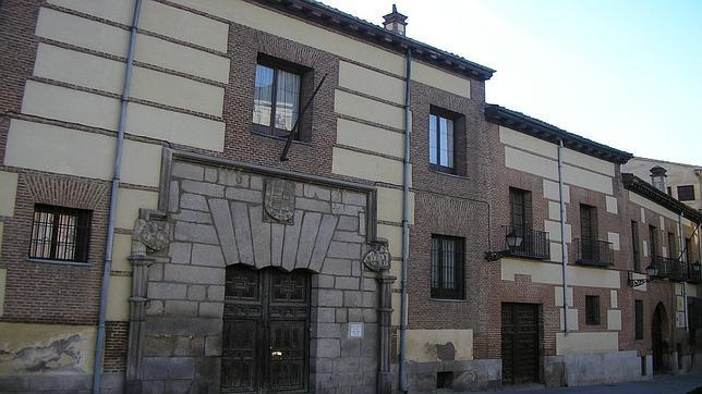 casa de los lujanes en la plaza de la villa
