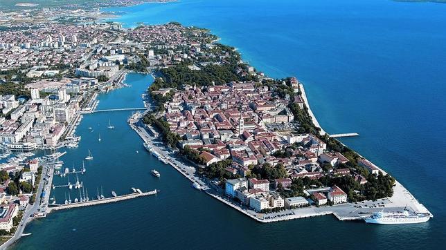 Imponente postal aérea de Zadar